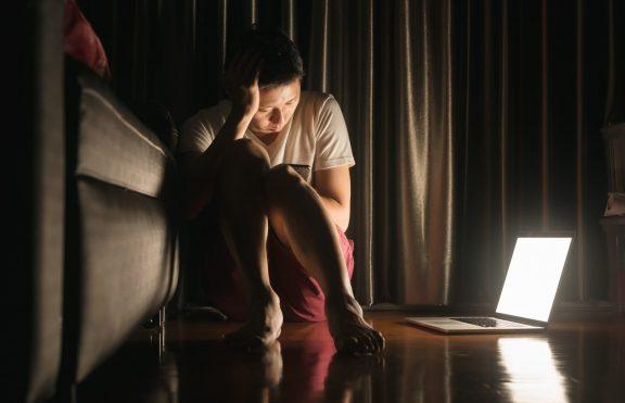 6 Cara Media Sosial Mempengaruhi Kesehatan Mental Kita