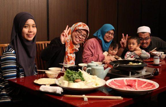 Tips Menghindari Makanan Tidak Halal Selama Traveling