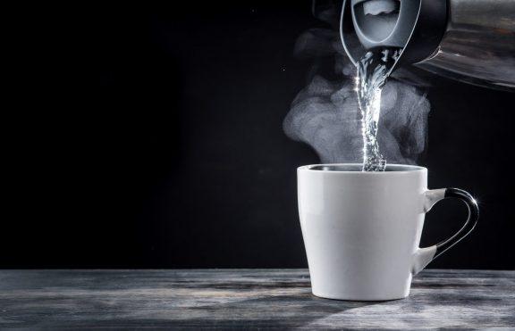 Bahayanya Hot Water Challenge Yang Sedang Viral