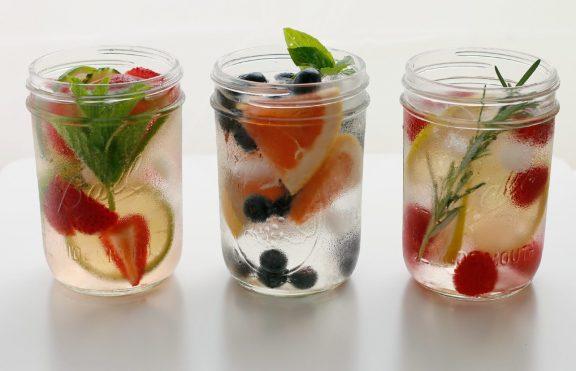 7 Cara Membuat Rasa Air Minum Lebih Baik
