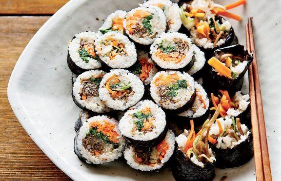 Sushi Rolls Korea dengan Serpihan Walnut Edamame
