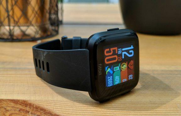 Review Fitbit Versa: Smartwatch Dan Fitness Tracker Penuh Gaya