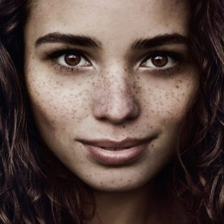 Freckles Makeup: Tren Kecantikan Untuk Menampakkan Bintik-bintik Di Wajah