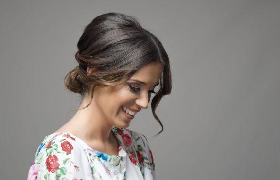Kreasi Gaya Rambut Updo Yang Cantik Di Hari Kartini