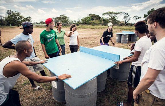 Headis: Olahraga Gabungan Sepak Bola Dan Tenis Meja