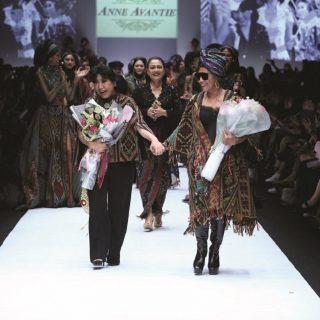 Jakarta Fashion Week Kembali Dengan Lebih Dari 200 Desainer, Ada Menteri Susi Pudjiastuti Juga Di Panggung Runway!