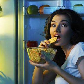 Mengejutkan! Sebenarnya, Apakah Makan Di Malam Hari Buruk?