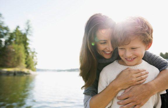 Mendidik Anak: Mengapa Kita Harus Memberikan Pujian?