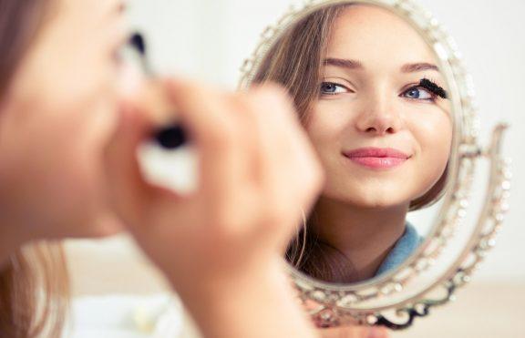 Tips Membuat Makeup Anda Terlihat Lebih Alami