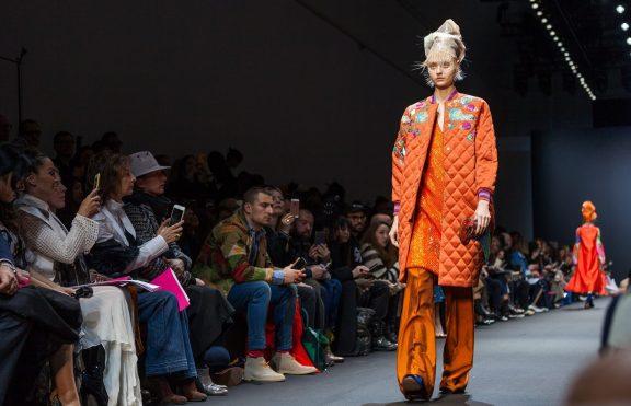 7 Inspirasi Kecantikan Memukau Yang Mendominasi Paris Fashion Week