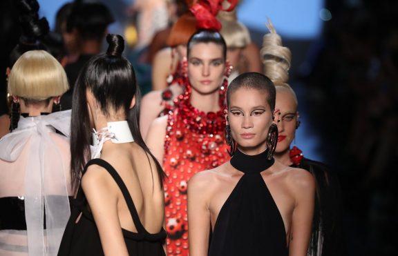 Tampilan Riasan Terbaik Dari Paris Couture Fashion Week Fall 2018