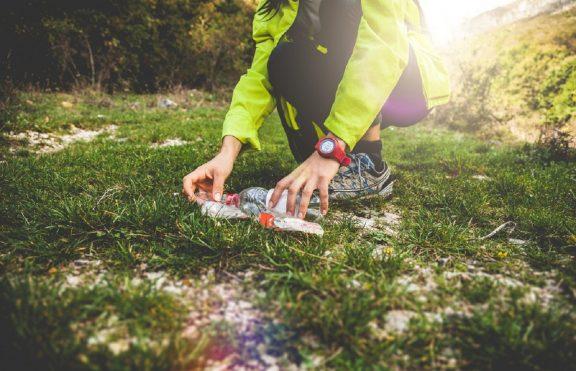 Tren Fitness Baru 'Plogging' Yang Menjaga Manusia Dan Bumi Tetap Sehat
