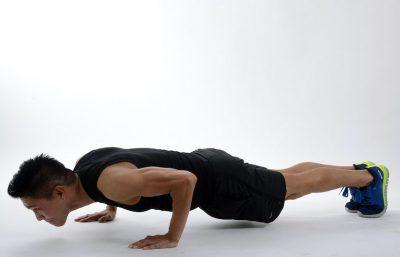 Fitness Pria: Orang ini melakukan 100 push up setiap hari selama 1 bulan. Apa yang terjadi?