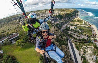 Uji adrenaline kalian dengan Timbis Paragliding Bali, Mantap!