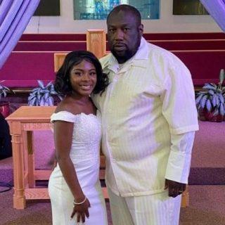 Pria Florida berusia 61 Tahun Menikahi Putri Baptisnya yang berusia 18 Tahun
